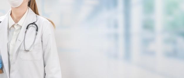 Coronavirus artsen en verpleegkundigen die in de ziekenhuizen werken en het coronavirus bestrijden vrouwelijke arts