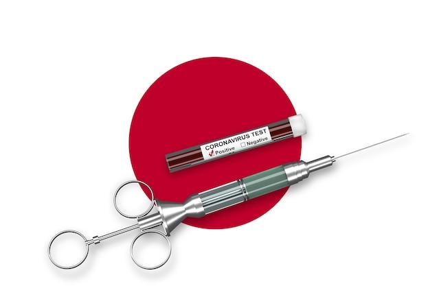 Coronavirus-concept in japan. spuit met vaccin en positieve test voor coronavirus 2019-ncov op vlag van japan. 3d render.