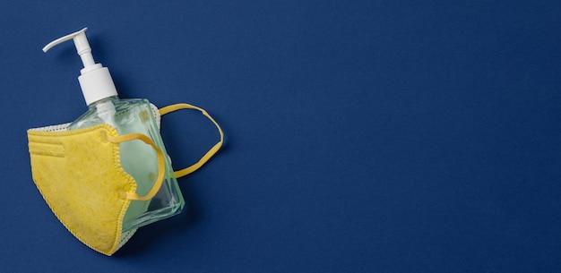 Coronaviruspreventie medische chirurgische maskers en handdesinfecterende gel voor handhygiëne corona virusbescherming