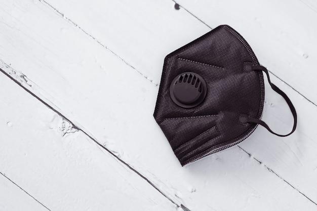 Coronaviruspreventie, zwart gezichtsmasker met klep ffp3