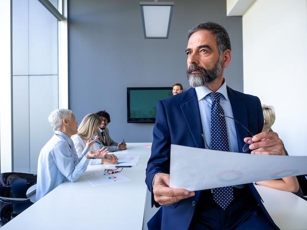 Corporate business team en manager in een vergadering. zaken, mensen, groepswerkconcept.