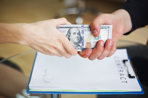 Corruptie bedrijfsspionage illegaal concept