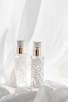Cosmetic branding vocht- en spa-concept huidverzorging serum en make-up primer gelfles hydraterende...