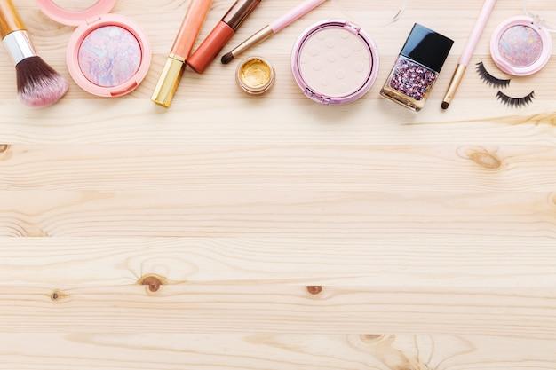 Cosmetica en make-up op hout