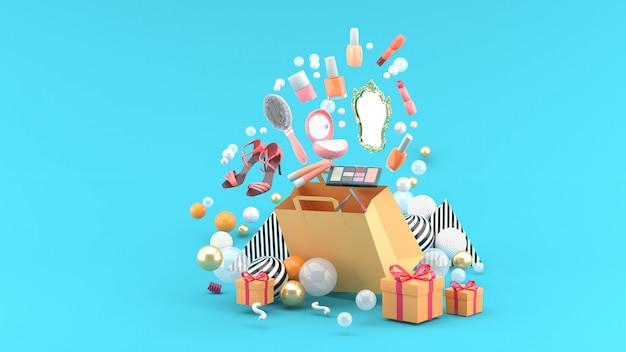 Cosmetica en schoenen met hoge hakken drijven uit de tas te midden van kleurrijke ballen op het blauw. 3d render