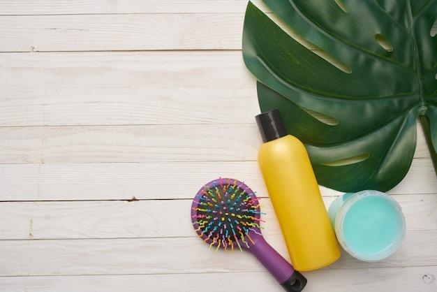 Cosmetica huidverzorging massage kam houten achtergrond spa-behandelingen. hoge kwaliteit foto