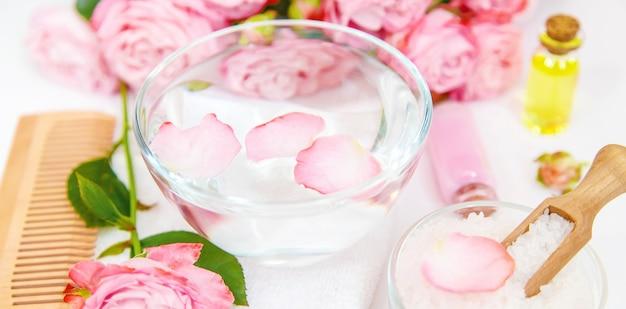 Cosmetica met extract van rozenbloemen.