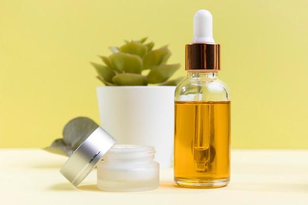 Cosmetisch serum en crème
