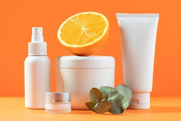 Cosmetische containers met half oranje