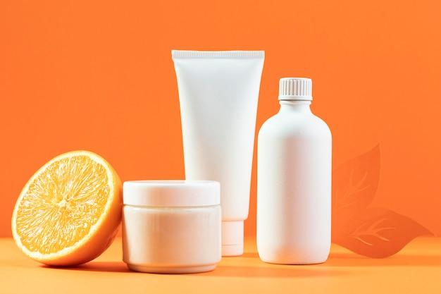 Cosmetische containers met sinaasappel