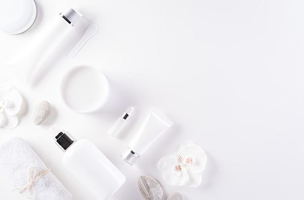 Cosmetische flessencontainers, huidcrème met bloemen
