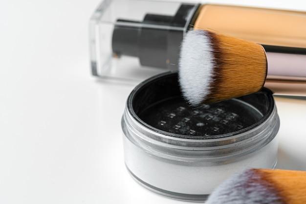 Cosmetische geïsoleerd op wit. detailopname.