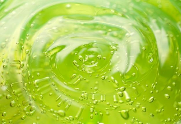 Cosmetische gel achtergrond groene transparante gel met textuur en bubbels close-up foto van hoge kwaliteit