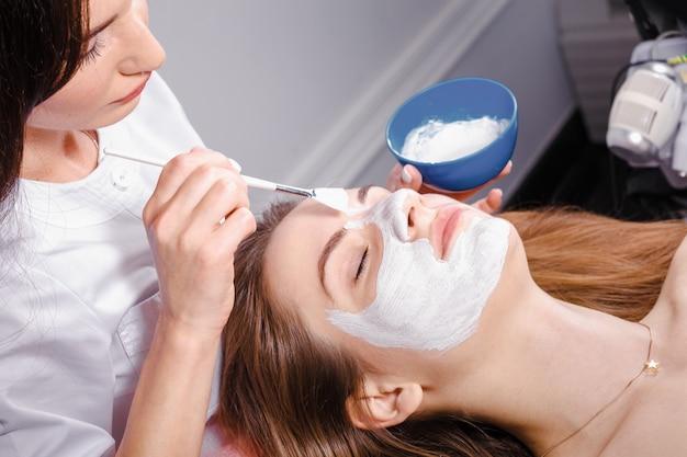 Cosmetische procedure bij schoonheidssalon