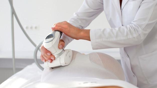 Cosmetische therapie tegen cellulitis met behulp van het lpg-apparaat