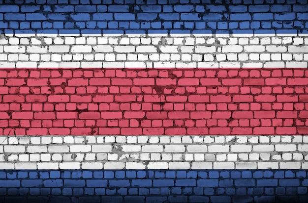 Costa rica vlag is geschilderd op een oude bakstenen muur