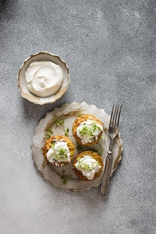 Courgette muffins met pesto
