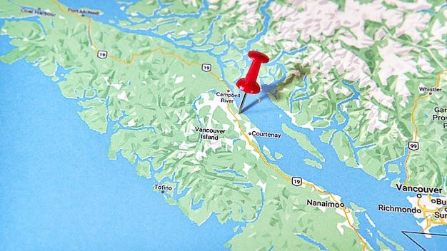 Courtenay british columbia op een kaart met een rode speld