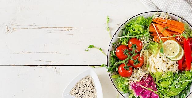 Couscous en groentenkom.