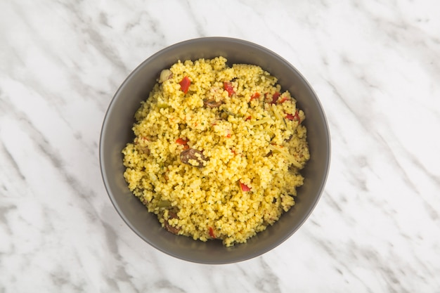 Couscous met groenten, typisch arabisch eten.