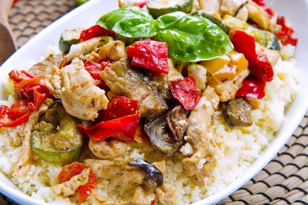 Couscous met vlees en groenten