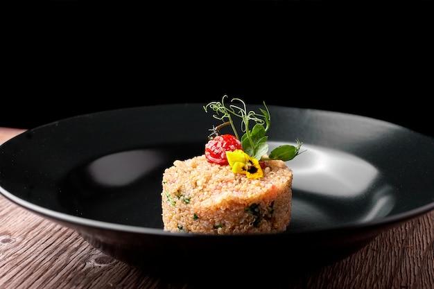 Couscous op een zwarte plaat