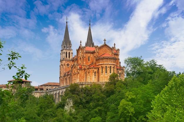 Covadonga katholiek heiligdom basiliek asturië
