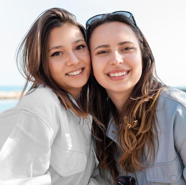 Covid healing concept met blije vrouwen