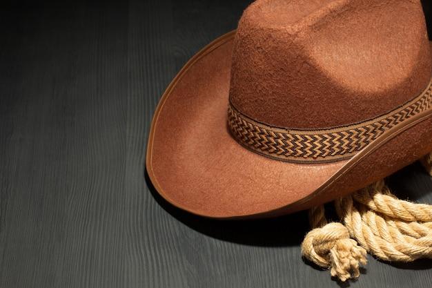 Cowboyhoed op houten achtergrond