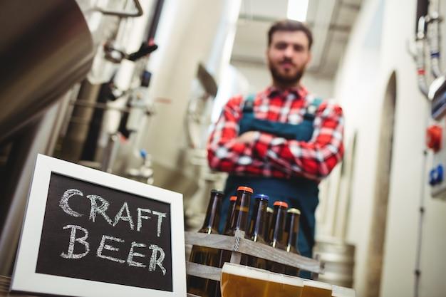 Craft beer bord met fabrikant in brouwerij