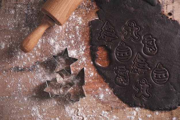 Creatie van peperkoekkoekjes voor kerstmis