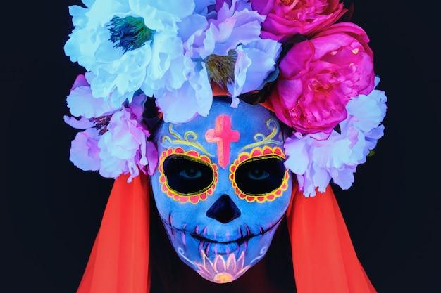 Creatief beeld van sugar skull. neon make-up.
