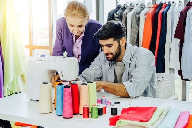 Creatief de kledingontwerpconcept van het kledingstukontwerp