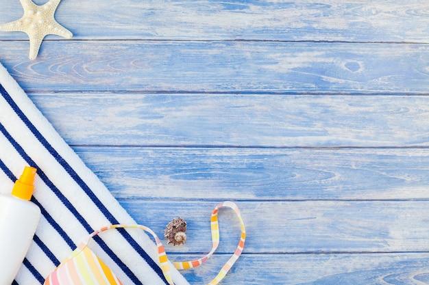 Creatief plat lag concept van zomervakanties.