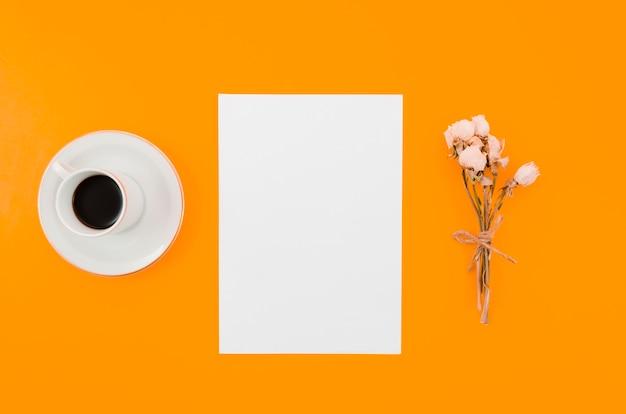 Creatief, plat lay-papiermodel