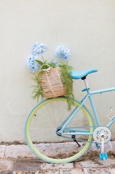 Creatief uitziende fiets in montenegro