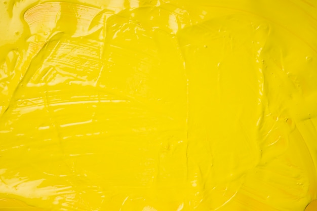 Creatieve achtergrond van gele verf