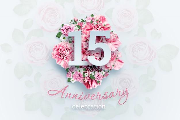 Creatieve belettering 15 nummers en verjaardag viering tekst op roze bloemen., viering evenement, sjabloon, flyer