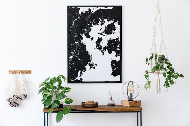 Creatieve compositie van interieurontwerp met frame, houten console, boeken en accessoires. minimalistische concepten.