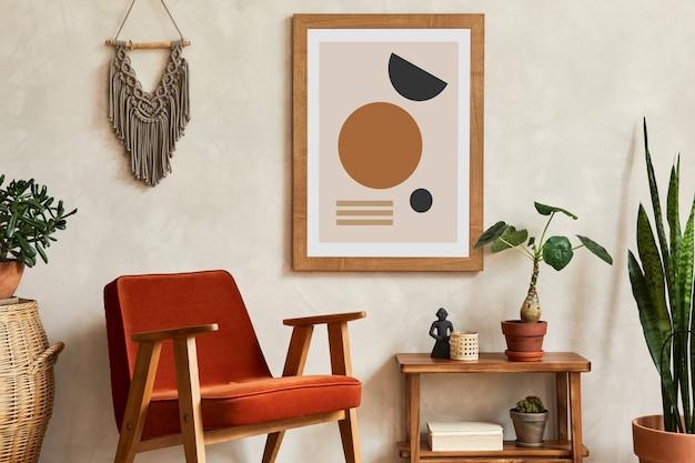 Creatieve compositie van stijlvol woonkamerinterieur met mock-up posterframe, fauteuil, houten plank, cactussen en persoonlijke en boho-accessoires. plant liefde en natuur concept. sjabloon.