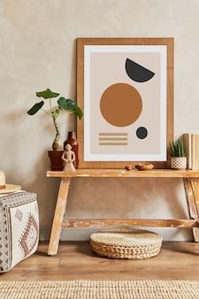 Creatieve compositie van stijlvol woonkamerinterieur met mock-up posterframe, houten bankje, cactussen en persoonlijke accessoires. plant liefde en natuur concept. sjabloon.