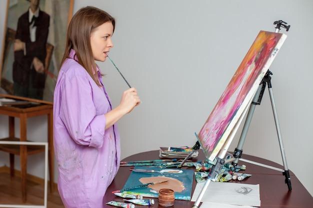Creatieve kunstenaar voor tekenen