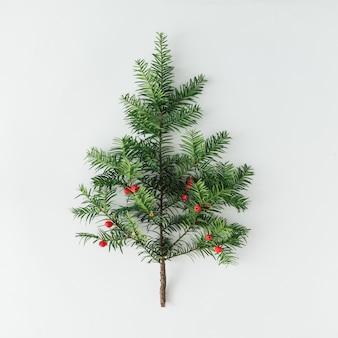 Creatieve lay-out gemaakt van de pijnboomtak van de kerstboom. vakantie achtergrond. plat leggen.