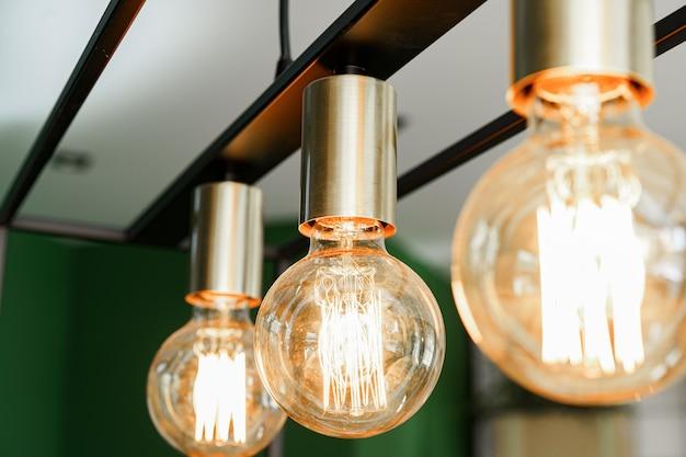 Creatieve loft-stijl lamp met glanzende gloeilamp omhoog