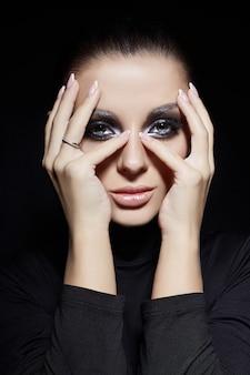 Creatieve make-up vrouw gezicht, grote ogen