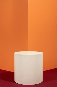 Creatieve opstelling van minimalistisch podium