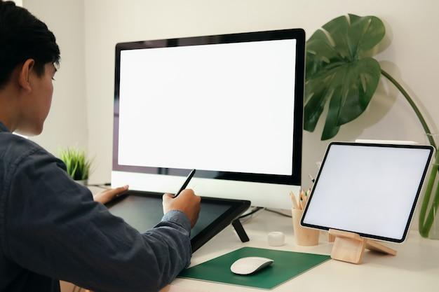 Creatieve planning applicatie-ontwikkeling schets lay-out draadframe ontwerp.