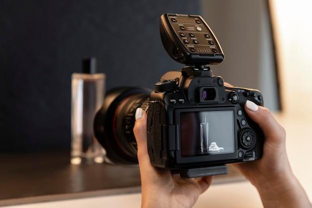 Creatieve productfotograaf binnenshuis