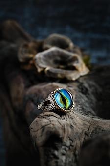 Creatieve ring met drakenoog van glas