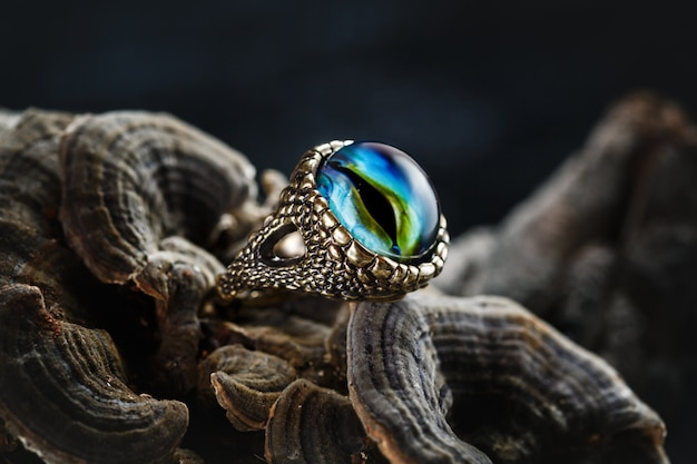 Creatieve ring met drakenoog